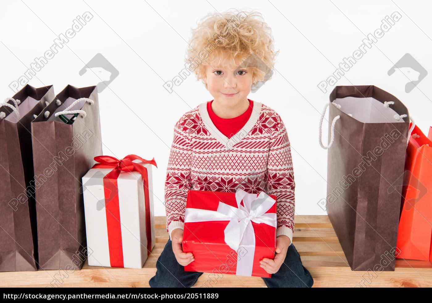 szczęśliwe, dziecko, trzymające, pudełko, na, prezent - 20511889