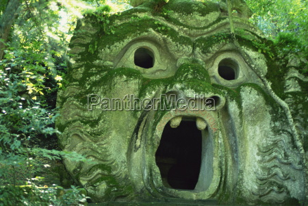 fantastyczna posag w monster park bomarzo