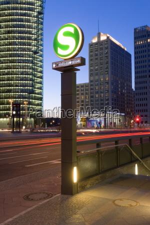 stacja metra u bahn w nowym