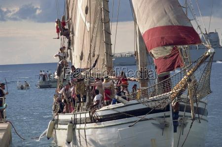 statek piracki pelen piratow na poczatek