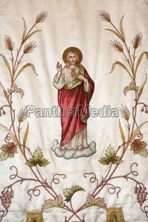 banner przedstawiajacy jezusa w kosciele notre