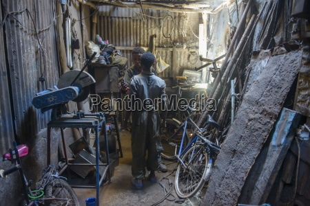 metal smith medebar market asmara capital