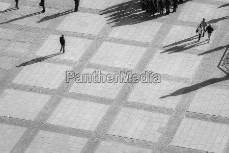niemcy berlin plac z pieszymi widok
