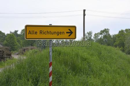 niemcy sign post na wsi sceny
