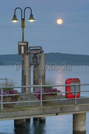 niemcy, badenia-wurttenberg, jezioro, bodeńskie., pełnia, księżyca, nad, portem - 21112259