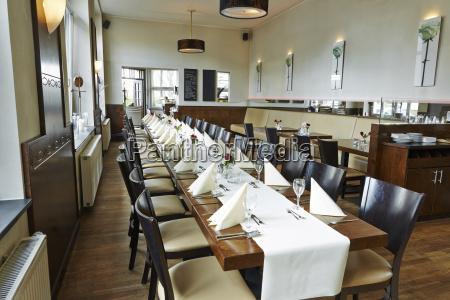 restauracja knajpa zamawiac kolejnosc niemcy republika