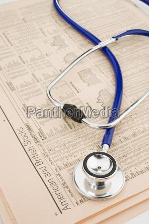 stetoskop w raportach gieldowych widok z