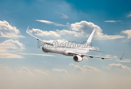 samolot pasazerski w powietrzu