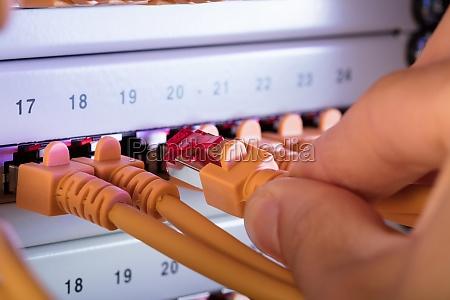podlaczany recznie przewod sieciowy do serwera
