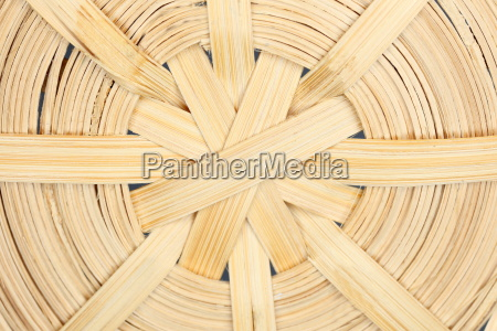 okragly plecionej struktury drewna