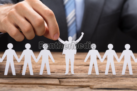 biznesmen holding udany papier executive wsrod
