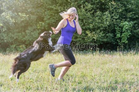 kobieta womane baba przyjazn zwierze domowe