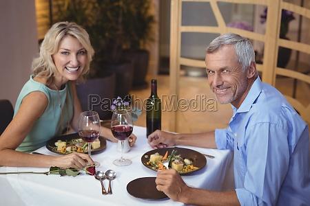 kobieta womane baba restauracja knajpa szklo