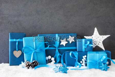 niebieski przedstawiac pozdrowienia swieto dzien wolny