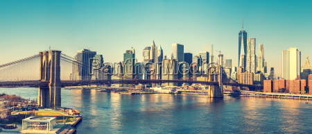 brooklyn bridge i manhattan w sloneczny