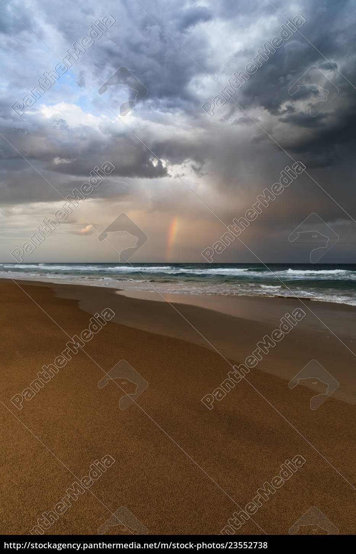 plaży, i, oceanu, krajobraz, z, tęczą, wschód - 23552738
