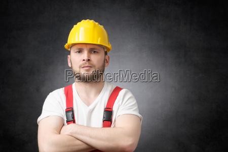 zly robotnik budowlany