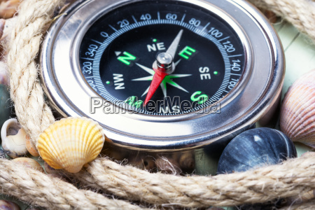 kompas morski i muszle