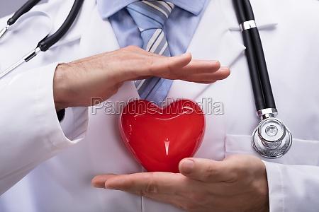 doktor chroniac czerwony ksztalt serca