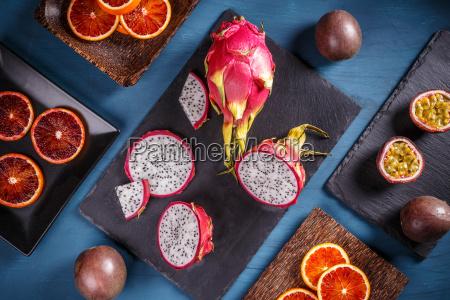tropikalna koncepcja owocow