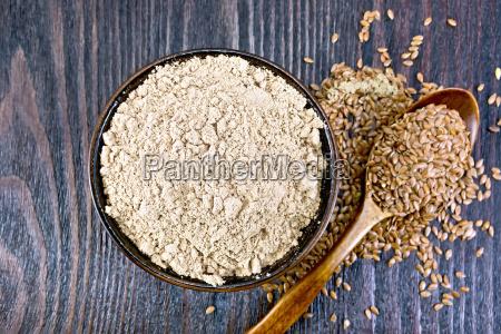 maka lniana w misce z nasionami