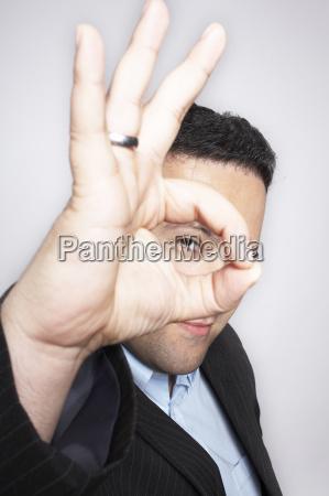 tarcza sygnal znak gestykulowac ludzie ludzi