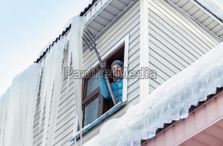 zima zimowy sopel sople usuwanie przeprowadzka