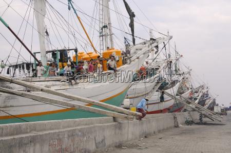 cargo sailing ship port sunda kelapa