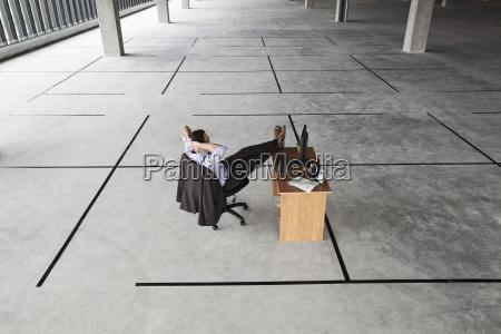 biuro zamawiac kolejnosc mezczyzni czlowieczek czlowiek