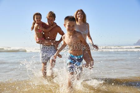 rodzina na wakacjach plazy lato zabraklo