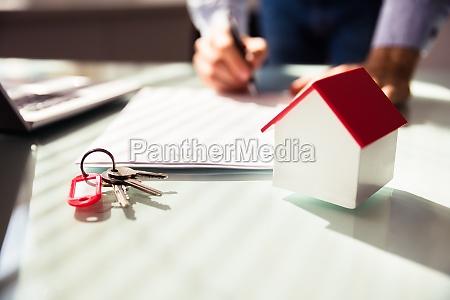 zblizenie modelu domu i klucza
