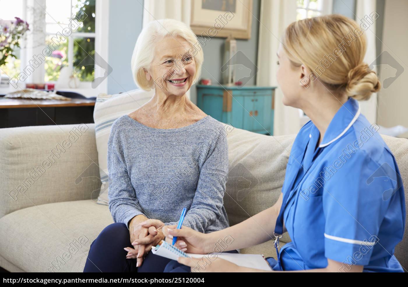 kobieta, community, pielęgniarka, odwiedza, starszy, kobieta - 25120004