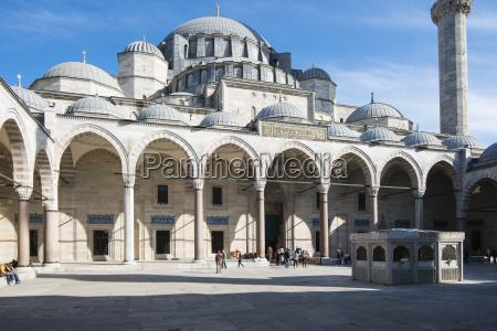 courtyard sueleymaniye mosque sueleymaniye camii 1550