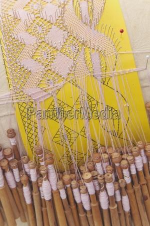 sztuka hiszpania na zewnatrz prostopadle tagi