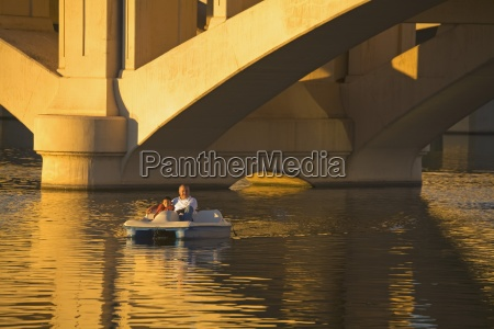 boating on tempe town lake