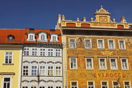 kolorowe budynki na starym miescie lub