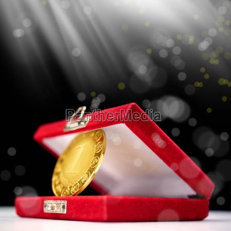 swiadczenie metal impreza pierwszy zakon medal