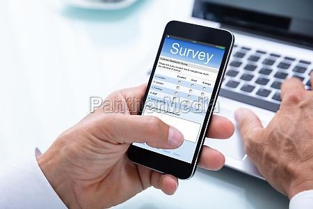 telefon telefon komorkowy badanie osoba sondaz