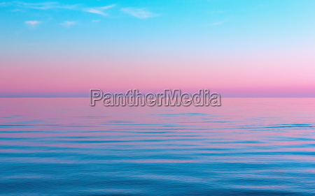 streszczenie spokojny niebieski z rozowym tle
