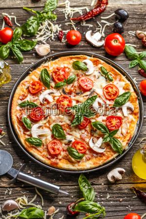 pizza, ozdobiona, liśćmi, bazylii - 25832714