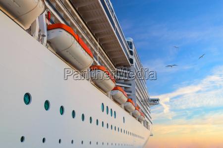 luksusowy pasazerski statek wycieczkowy na wschod