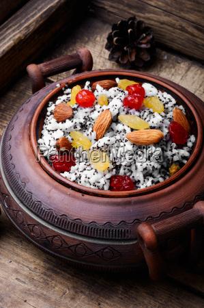 pot with kutia