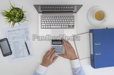 obliczanie i wypelnianie formularza podatkowego przez