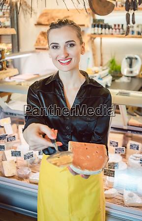 piekny kobiety ofiary ser na garmazeria