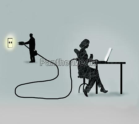 biznesmen podlacza pracownice biurowa