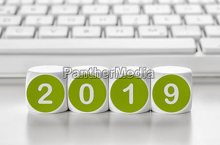 kosc literowa przed klawiatura 2019