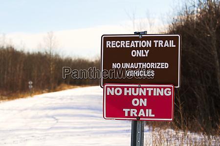 szlak rekreacyjny i brak znaku polowania