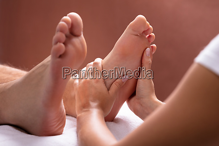 terapeuta dajac foot masaz dla czlowiek