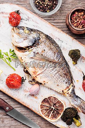 pieczone ryby dorado
