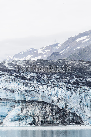 lamplugh glacier in glacier bay national